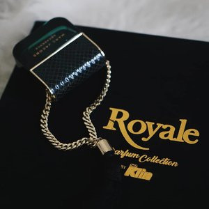 Hai, hari ini kath mau unboxing hampers dari Royale Perfume Collection. Kath dapat 2 varian Royale Perfume Collection dan invitation untuk Royale Dress For Love  bersama Andrew White & Nana Mirdad di 1903, Surabaya. Ga sabar mau cobain untuk dress yang mau aku pakai nanti. Dinner nanti Aku nanti akan ajak special person juga.. Buat kamu yang mau ikutan dinner bareng aku bisa banget lho, upload foto kamu sama pasangan atau sahabatmu tag @royalebysoklin Dengan hashtag #DressForLove #RoyalebySoKlin. Upload sebelum tgl 10 feb yaaa.. see you on Valentine's day  #DressForLove #RoyalebySoKlin . . . #bloggerindonesia #lookbookindonesia #beautyguru #beautyvlogger #beautyblogger #clozetteid #bloggerstyle #fashionblogger #fashionstylea #fashionindo #indonesianbeautyblogger #indonesian_blogger #indonesiabeautyblogger #youtubeasia #youtuberindonesia #clozetteambassador #beautyindonesia #indobeautygram#stylehaul #cgstreetstyle #ggreptrend #ggrep #ootd