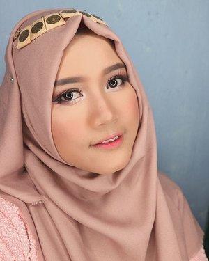 Ketika elu uda dandan kece. Taunya diluar ujan... Ya udah selfie aja deh.  #makeup #makeupartist #makeupartistworldwide #beautinesiamember #beautybloggerid #clozetteid #hijab #hijabstyle #yukalicious15