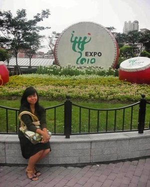 "#throwback to one of my first international experience (apart from living abroad) in college. I was super lucky to be able to attend the 2010 World Expo in China. It has a theme Better City – Better Life (城市,让生活更美好) and it was full of country's pavilion displaying their culture and latest innovation. It was once in a lifetime opportunity!  A short history about the expo, there are two types of world expositions: registered and recognized. The one I attended was a registered expo, which are the most extravagant and most expensive expo that can run up to six months! It is held every five years in different cities across the globe. The last expo was held in Milan in 2015 with the theme ""Feeding the Planet, Energy for Life"". My fellow IAAS juniors got the chance to visit that one during IAAS World Congress. The next one is in Dubai in 2020 with the theme ""Connecting Minds, Creating the Future"". This is sooo in my bucketlist (if I have the chance tho hahaha). Who's interested to go to Dubai in 2020? . ------- . #clozette #clozetteid #ootd #throwback #latepost #shanghaitrip2010 #edisidibuangsayang #shanghai #worldexpo #worldexpo2010 #expo2010 #china #sharethemoment #peopleinframe #liveauthentic #livefolkindonesia #livefolk #likesforlikes #likeforlike #like4like #yesiwasthatskinny"