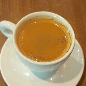 Hot coffee for rainy day ⛈ #ClozetteID #foodgasm #foodgram #foodporn #foodblogger #foodlicious #foodnotebdg #foodnotebandung #instafood #kulinerbdg #kulineraddict #kulinerbandung #bandungfoodies #eatoutbdg #like4like #follow4follow #followforfollow #likeforlike #likeforfollow #StarClozetter #ClozetteStar #coffeeaddict #coffee
