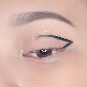 Pardon my messy eyeliner! I created this last night around 12am, sleepy but can't take my eyes of my new glitters✨ . Then I tried to put @glisten_cosmetics in iridescent on my lid and OMG! Soooo pretty💕😩 . Makasih ya racunnya @everythingaboutbella 😘 . 📷: @ervinprasty  #clozette #clozetteid #clozettedaily #lykeambassador #makeup #wakeupandmakeup #beauty #eyeliner #glitter
