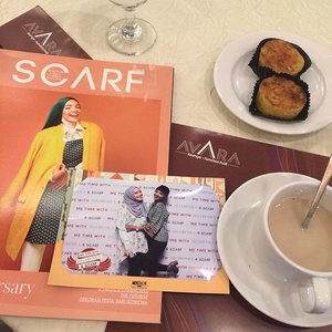 "Me Time With Scarf Magazine ""Start Your Business Now"" ❤️ So Glad to be here all the way from Yogya straight to Epicentrum 😍😍 And meet @roswithajassin in here... Let's start to catch their sharing session.. Falah Fakriyah - VP of @hijabenka .. @temisumarlin - director and editor in chief of @scarf_magz ..@adetyaa founder TRF and Blow Pop..Anandia Putri - designer I.K.Y.Kdon't worry.. I will share today discussion to you all trough my blog. see u soon.. #metimescarfmagazine #hijabenkaxscarfmagazine #sofiadewieventdiary #hijabenka #jakartaevent #clozette #clozetteid"