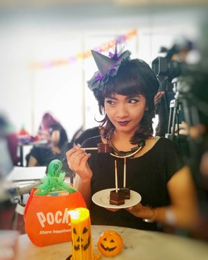 Halloween Luncheon with @cchannel_id @pockyindonesia . . . Another DIY hair do .. interesting to get back with this hair style Sofia? 👁️ (2005 mode on) well.. it's Halloween anyway.. . . . Thank you for the DIY create yournown witch hat @vindyfreschi 🕷️🕸️ 😍 . . . I'll make new one and will share the step by step on my blog very soon 😘 #clozetteid #lifestyle #CChannelHalloween #CChannelXPocky #PockyHalloween #halloweenluncheon