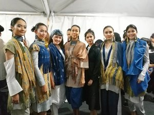 A late post from our latest fashion show at @bekrafestival Opening Ceremony .. Dec 7th, 2017.. Gudang KAI, Bandung.. . . . Thank you @bekraf.go.id and Indonesia from the opportunity .. our dreams about national collaboration to developt the creative economy.. this is a new beginning.. we won't give up for the better future for our country 💙 together we can.. 💪💪🇮🇩🇮🇩💙💙 . . . Feel free to slide to know how @ikkon_ngada present the fashion collection.. it's our slow fashion lab.. . . . Slide 1 : Sofia and @saviralavinia with the models at the backstage . . . Slide 2-5 : the details . . . Slide 6: the show.. . . . Slide 7 : all of #IKKON2016 #IKKON2017 fashion designer .. . . . Don't missed the event : Bekraf Festival 2017.. 7-10 December 2017.. Gudang KAI Bandung & Bandung Creative Hub.. FREE FOR PUBLIC.. . . . Can't wait to write up on my blog soon 😍😍 stay tune, guys!  #bekrafestival2017 #bekrafid #designerlife #designersquad #creativedesign #creativeevent #creativeeconomy #clozetteid #lifestyle #bandungevent #slowfashion #collaboration #fashionshow #fashionporn #backstagelife #leica #leicashot . @bekrafestival @bekraf.go.id @bekrafd4 @bekrafd2  @triawanmunaf  @rickypesik  @boy_berawi @ikkon_ngada @ikkon_lampung @ikkon_sawahlunto @ikkon.brebes @ikkon.rembang @ikkon_2017 @kopikkon