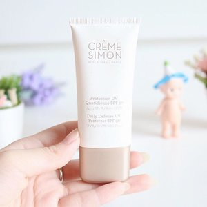 I highly recommend this sun screen for people with oily skin. I love how fast it is absorbed into my skin. More details about @cremesimon Daily Uv Protection is up on my blog -> bit.ly/cremesimon (link is on bio)  #JeanMilkaFave #ProductReview #skincare #oilyskin #sunblock #sunscreen #sun #sunprotection #cremesimon #JeanMilkaDotCom #beautyblogger #indonesianbeautyblogger #beauty #blog #beautyblog #recommended #recommendedproduct #clozetteid