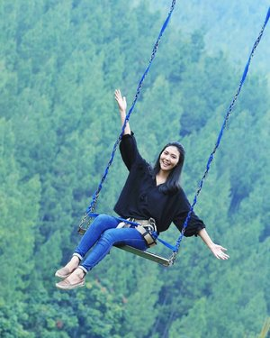 When life swinging hard and you try to manage and balance everything out with a smile. Hello Monday! 😃✌............#instamoments #instatravel #mountainswing #instalike #instadaily #vitrietraveldiary #instagood #insta #instagram #clozetteid #BeautyRedemption #igers #lifestyleblogger