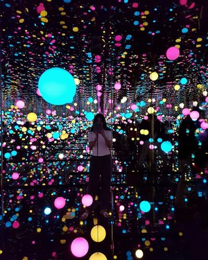 We are bits of stellar matter that got cold by accident, bits of star gone wrong..............#insta #museummacan #art #jakartago #infinity #infinityroom #clozetteid #starclozetter #bloggerid #bloggerbabes #lifestyleblogger #beautyredemption #instagram #yayoikusama
