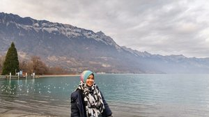 "Just watched ""Satu Hari Nanti"" and.... Take me back to Interlaken please 😆 definitely one of the most beautiful city I have ever been...#throwbackthursday #interlaken #Switzerland #eurotrip #winter #wintertrip #swiss #lake #scenery #visiteurope #ppitraveler #hijabtraveller #clozetteid #hijab #indonesianfemalebloggers"