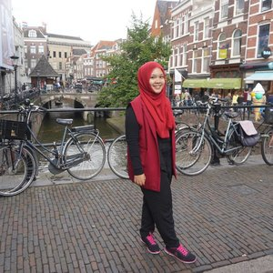Once upon a time in Utrecht, red outer from @midnightlovers_id #utrecht #netherlands #nl #ootd #studidibelanda #IndonesianFemaleBloggers #bloggerceriaid #clozetteid