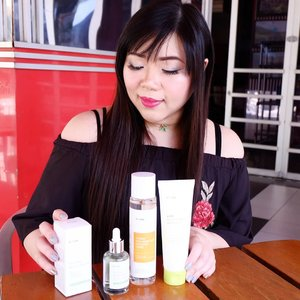 Recently i had the chance to try out some lovely products from a new (they are not even 2 years old yet!) Korean brand called @iunik_official  The products that i got to try this time round is their Lime Moisture Mild Peeling Gel (my fave!!!) , Tea Tree Relief Serum and Vitamin Hyaluronic Acid Vitalizing Toner.  The combination between these three products and my deep cleansing products resulted in the best skin condition i had in a long long time!  My skin is clear,  healthy,  mochi-like and smooth!  I will talk more about the products one by one in the next post,  stay tuned!  #iunik #skincare #koreanbrand #koreanskincare #kbeauty #clozetteid #sbybeautyblogger #bloggerceria #beautynesiamember #review #skincarereview #blogger #bblogger #bbloggerid #influencer #beautyinfluencer #beautybloggerid #beautybloggerindonesia #indonesianblogger #indonesianbeautyblogger #surabayablogger #surabaya #surabayabeautyblogger #girl #asian #endorsement #endorsementid #endorsersby #endorsementindonesia