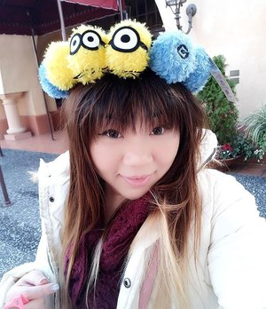 So i actually put on more effort on my makeup today, but runny nose,  super strong wind, extreme tiredness and makeup don't mix!  I look like a mess within minutes 😢. My fringe also hates the wind!!! Btw,  only borrowed the #minion wreath for a #selfie,  i did purchase a headband to add to my collection.  #universalstudiososaka  #travel #trip #wanderlust #jalanjalan #lifestyle #clozetteid #clozettedaily #blogger #bblogger #indonesianblogger #surabayablogger #travelblogger #indonesiantravelblogger #surabayatravelblogger #bloggerceria #bloggerceriaid  #japantrip #japantrip2017 #winter #wintertrip #exploringjapan #wanderer #pinkinjapan  #funtime #familytrip #japanadventure #pinkinosaka