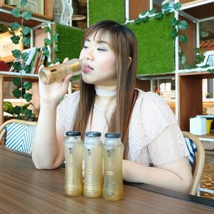 I come from a very traditional Chinese family so ever since i was little, i drank countless litres of home made bird's nest drinks as they are very healthy, cooling and generally super good for your body!  When you prepare it the traditional way, it's takes a LOT of effort and hassle so we're very excited that now we have @realfitid ! Ready to drink bird's nest beverage with all the goodness - all you gotta do is twist and drink!  Real Fit is sweetened with stevia so that's another plus!  #realfit #realfitindonesia #birdsnest #birdsnestdrink #sarangburung #minumansarangburung #healthy #healthydrink #minumansehat  #sbybeautyblogger #clozetteid #blogger #bblogger #bbloggerid #beautyblogger #beautynesiamember #bloggerceria #sbybeautyblogger #girl #asian #influencer #beautyinfluencer #indonesianblogger #indonesianbeautyblogger #surabayablogger #surabayabeautyblogger  #endorsementid #endorsersby #endorsementindonesia