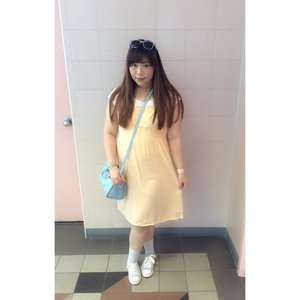 #tips #howtodressinsingapore #part2 wear #lightweight and airy #sundress with #sneakers keep yourself cool and comfortable because you're going to be walking nonstop! #girl #asian #ootd #outfit #fashion #clozetteid #simple #girly #blogger #fashionblogger #indonesianblogger #pinkinsingapore ( ps : don't forget to slip some #knothairties that doubles as #armcandies and to put your hair up #youregoingtoneedit mine are #sponsored by @lulla_id) #endorse