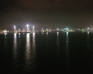 View of Swettenham Pier at night.  FYI i stole all the night view photos from hubby on his Samsung Note 8 because my Oppo cannot make it 😂  #cruise #swettenhampier #cruiseatnight #pinkinholiday #pinkinmalaysia #penang #blogger #trip #travel #wanderlust  #jalanjalan #itchyfeet #travelblogger #indonesianblogger #surabayablogger #indonesianlifestyleblogger #indonesiantravelblogger  #bblogger #clozetteid #beautynesiamember #sbybeautyblogger #influencer #traveltheworld  #ilovetravel  #minitrip #instaview #touristmodeon  #wanderlust #exploretheworld #travelblogger #influencer