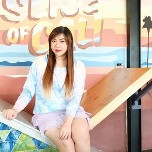 Because we too, can have a slice of Cali here 😄. Love the decor and ambience this place!  #sliceofcali #sliceofcalisurabaya #cafe #cafesurabaya #ootd #colorful #pastelcolors  #fotd #motd #clozetteid #lifestyle  #sbybeautyblogger #bloggerceria #beautynesiamember #girl #asian #blogger #bbloggerid #beautyblogger  #indonesianblogger #indonesianbeautyblogger #surabaya #surabayablogger #surabayabeautyblogger #influencer #beautyinfluencer #surabayainfluencer #influencersurabaya #girlygirl #kawaiiaesthetic