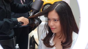 Kemarin aku berkesempatan datang ke acara Talkshow & Vlog Gathering by @dyson_id x @popbela_com di Atrium Pondok Indah Mall 2 dan mencoba Hair Dryer Dyson Supersonic yang mempunyai heat control untuk melindungi rambut dari kerusakan. For more review, soon on my blog💖 #dysonindonesia #dysonsupersonic . . . Have you read my 2 latest post on my blog? If you haven't, please kindly check chacans.blogspot.com or click direct link on my bio💋 . . . #beauty #beautyblogger #indobeautygram #indonesiabeautyblogger #bloggerindonesia #bloggerjakarta #makeupindo #ClozetteID #BeautynesiaMember #chacaannisasdiary