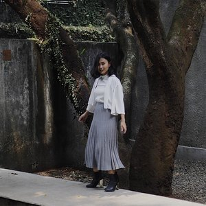My very first smiling photo of me is up, and more to come✨ Suddenly looking a bit more girly-er by @lovebonitoid @clozetteid Sandrine Pleated Knit Midi Skirt! Wishlist checked ✔️ ---- 📸 @mralvinpin ---- #Clozetteid #ClozetteidReview #LoveBonito #SayaLB #LoveBonitoxClozetteIDReview