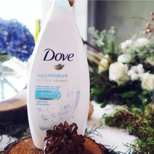 Fav body wash at the moment 😃 skin instantly feels plump and soft after first time using this 🙊🙊 #doveaquamoisture #BeautyJournalxDove #beautyjournal #doveidn #realbeauty #dovegofresh #clozetteid #flatlay #vscocam #vsco #snapseed #canong7xmarkii