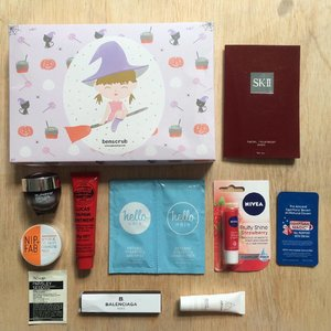 Finally a proper photo for #BenTreasureBox Halloween edition! For IDR149K, totally worth it! I got my full size Lucas Papaw dan Nivea lip balm from @benscrub 💄 #benscrub #beautybox #clozetteID #CIDskincare #skincarejunkie #liptherapy