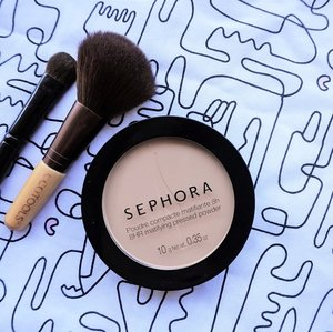 New post is UP on the blog! It's @sephoraidn 8HR Mattifying Pressed Powder, my current face powder and already hit the pan. Love its not powdery texture, medium coverage & mattify the skin quite well. _ Read the review here 👉🏼 bit.ly/sephoramattpowder or link in bio 💋 . . . #MrsHidayahPost #MrsHidayahReview #sephoraindonesia #makeup #mattemakeup #makeupjunkie #makeupaddict #clozetteid