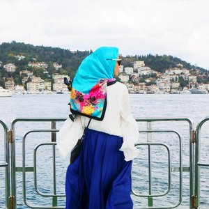 Travel is still the most intense mode of learning - Kevin KellyBy travelling, we can see the world with different point of view. By travelling, It makes us learn new things and open our mind.For me, travelling is the best way to learn after reading books. 😊#clozetteid #fashion #beauty #hijabi #muslimahapparelthings #muslimahchamber #GirlyAtIstanbul #istanbul #turkye #TravelWithGirly #travelcaaantik #wanderer #traveller #exploreturkye