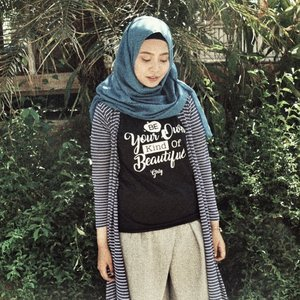 Currently on vacation, and @aha.products is making the most comfortable T-Shirt to wear for such a sunny days. 🌚 #ahaproducts #clozetteid #lookbookindo #starclozetter #hijabstyle #ootdindo #hijabootd