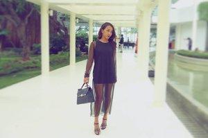 Never get bored with black. 👯 Current fav outfit. 😍😍 #sakuralisha #clozetteid#fashion #fashionoftheday #fashionblogger #outfit #outfitoftheday #ootd #fotd #potd #photography #Indonesianbeautyblogger #Indonesia #segarrabeach #jakarta #beautybloggers #fashionenthusiast #fashiongram #blackdress