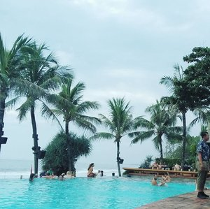 #throwback 🏊🏊 Pool amd beach are always be fav one for holiday. ❤ .... ... #sakuralisha #independentwoman #indonesianbeautyblogger #bali #potatohead #travels #holiday #traveller #travellife #followback #followforfollow #likeforlike #instagood #likeforfollow #followme #like4like #follow4follow #instagram #balistyle #ootd #indonesia #fashion #travelphotography #clozetteid #summer #pool