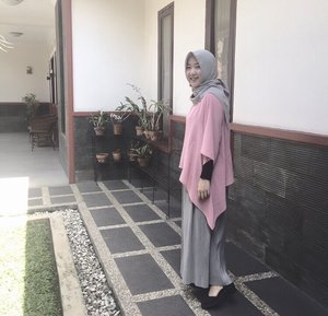 .a smile is the best dress you can wear 😊 #katanya.#tryingtowearskirt #basicskirt #pleatsskirt #hijabersindo #hijabootdindo #clozetteid #myhijup
