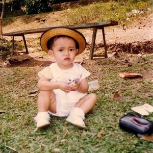 Bandung Zoo, 1991🐨 . . . . . . .  #childhood #bloggerlife #blogger #memories #nature #bandung #igers #child #indonesia #likeforlike #like4like #baby #zoo #1991 #photooftheday #photography #picoftheday #vsco #vscocam #girl #tbt #photogrid #throwbackthursday #vscogood #throwback #happiness #clozetteid #vintage