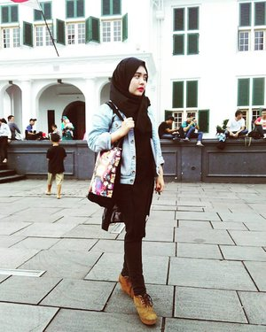 Jakarta, One year ago.......#vsco #vscocam #vscogood #livefolk #blogger #instadaily #instagood #traveling #hijab #girl #clozetteid #throwbackthursday #jakarta #vintage #fashion #ootd #Indonesia #hijabfashion #kotatua #photoshoot #igers #building #denim #photooftheday #likeforlike #travel #photography #outdoors #throwback #like4like
