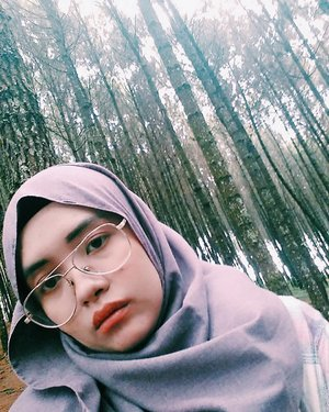 Selfie with my square face 😒 . . . . . . .  #exploreindonesia #hijab #bandung #yolo #igers #nature #green #indonesia #likeforlike #like4like #adventure #outdoors #photooftheday #photography #picoftheday #vsco #vscocam #girl #explorebandung #forest #clozetteid #travel #blogger #jungle #trees #throwbackthursday #livefolk #throwback #tb #latepost