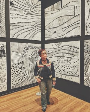 My #outfit for today 😘 Mixing my casual wear with #croppedjacket and #choker by @umakayu 😊. . . . . #clozetteid #jakartamuseum #museummacan #ootd #yayoikusama #casualwear #casualstyle #jeans #sneakers #blackshirt #lookoftheday #jakarta #lookvineofficial #bedaofficial #bedaoutfit