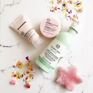 #BLOGGED A new post on my blog is up! My skin care essentials are these products from @thebodyshop Click the link on my bio to read the post! #flatlay #skincare . . . . . . #ootd #photooftheday #fashionblogger #igers #instadaily #mumbai #indian #jakarta #love #blogger #clozetteid #midwestbloggers #like4like #instafashion #igfashion #fashiongram #whatiwore #streetstyleindia #bloggersuperlooks #prettylittleiiinspo #styletip #lovesavy #stylecollective