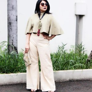 """""""You don't have time to be timid. You must be BOLD and DARING."""" HAPPY MONDAY loves!! This look will be up on the blog soon! Flared Crop Top + Palazzos (and my new haircut of course!) 💁🏻 #indonestyle"""