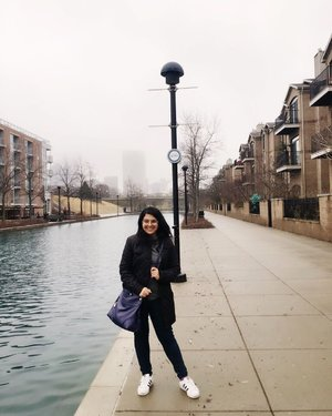 Gloomy days but still happy to be in Indy! #throwback at the Canal Walk ☁️☁️ #inhertravelogues . . . . . . #ootd #photooftheday #fashionblogger #igers #instadaily #mumbai #indian #jakarta #love #blogger #clozetteid #instafashion #igfashion #fashiongram #whatiwore #streetstyleindia #bloggersuperlooks #prettylittleiiinspo #stylecollective #travelblogger #visitindy