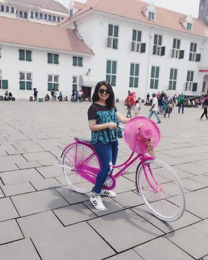 Exploring the historical site of Jakarta. Kota Tua was the first area where the Dutch settled when they colonized Indonesia. There is so much history in those walls. I visited after 10 years and it still felt like visiting for the first time. Plus I got to ride this cute pink bike! Lol 💕#WonderfulIndonesia #jtown 🇮🇩......#exploreindonesia #traveleroftheweek #timeoutsociety  #sunset #goldenhour #currytraveler #islandlife #sheisnotlost #wearetravelgirls #womenwhoexplore #travelindonesia #indonesiaindah #ootd #photooftheday #fashionblogger #igers #instadaily #love #blogger #clozetteid  #like4like #instafashion #igfashion #fashiongram #whatiwore