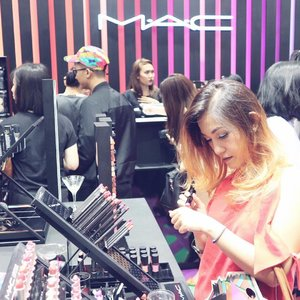 . New colorful playground in town!!!! Thank you @cosmoindonesia buat voucher nya, aku jadi bisa punya lipstick MAC pertamaku... 😂😂 . #MACAVAF #MACCOSMETICSID #CosmoXMAC #MACCOSMETICS #grandopening #excited #happiness #bblogger #bloggerslife #clozetteid #potd