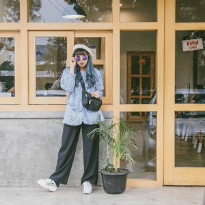Baggy shirt + baggy trousers = comfy . . . . . . #cidstreetstyle #cgstreetstyle #looksootd #clozetteid #clozette #medanbeautygram #ggrep #ggrepstyle #ggreptrend #outfit #blogger #lookbook #slouchylook