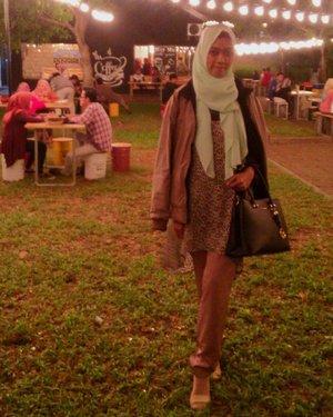 A cold night 🎑 . . #clozetteid #ootd #hijab #hijabootd #hijabootdindo #casual #clozetter #starclozetter #night #breakpointfoodpark #breakpointcilegon #explorecilegon #explorebanten #culinarynight #kulinercilegon #kulinercilegonbanten