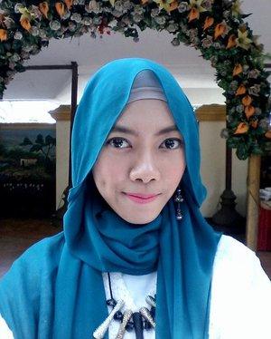 #selfie of the day, kondangan day 😀  pink me! 💋 . . #ClozetteId #hijab #makeup #motd #hootd #hijablook #hijabfestive #blogger #beauty #beautyblogger #bloggerindo #ihblogger #bloggerperempuan #pinklips #hijabmakeup #makeuphijab