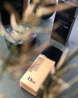 #Dior #foundation is heavy rotation my staple 🌹 Adding this #diorforeverundercover #diorforeverfoundation on my #makeupcollection 🌹 Plan to use it today 🌝 And test it for long hours errands n meeting I have today.  Gonna update in my #instastory later. . #makeup #makeuppost #makeuptalk #clozette #makeuplover #wakeupandmakeup #clozetteid #iphonex #iphonexphotography #beautygram #diorbeauty #diormakeup #beautyblogger #beautyenthusiast #makeupaddict