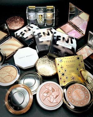 What's next ... ✨✨✨ . . . I don't think I could have enough of #highlighter 😊♥️✨ . . . #makeup #makeuppost #makeuptalk #ilovemakeup #wakeupandmakeup #luxurybeauty #byterry #guerlain #dior #fentybeauty #eclatpressedglitter #amrezyhighlighter #beccacosmetics #maccosmetics #cledepeaubeaute #slayflatlay #clozetteid #clozette