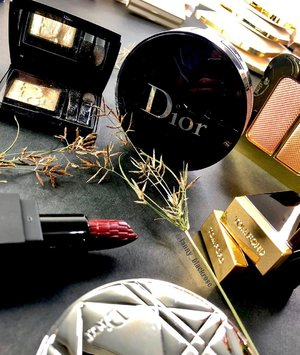 Busy Weekend be like 💖✨ #Dior #Gold #Makeupstore #Makeupstoresingapore #diorbeauty #diormakeup #tomford #tomfordaddict #tomfordlover #tomford #highlighter #privateeyes #lipstick #clozette #clozetteid #makeup #makeuppost #saturday #weekend #weekender #beautyblogger #beautyblog #beautyvlogger #diorindonesia #diorforever
