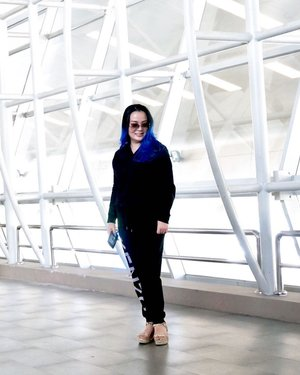 My #comfy #airport #airportoutfit from @four_seasons_boutique 🖤✨ Thank You ✨🖤 #airportlife #workingmom #airportfashion #airportfashion #airportlook #training #fotd #mylookbook #blackbeauty #lookbooklookbook #louisvuitton #sunprotector #sunglasses #ootd #ootdfashion #airport✈️ #clozette #clozetteid #🖤 #louboutin #wedges #iphonex #manicpanic #bluehair #bluehairdontcare