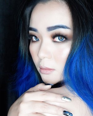 """This is what it means to be loved... when someone wants to touch you, to be tender..."" ― Banana Yoshimoto, The Lake From the old book I love to read 😊 ————————————————— #makeuppost #thelake #blue #deepblue #bluehair #manicpanic #deepthoughts #focus #control #book #quotes #quote #tendertouch #tobeloved #quiettime #quiet #silence #thewayyoumakemefeel #thewayyoutouchme #clozette #clozetteid #beautyblog #beautygram #bblog #makeuptalk #makeuplife #wakeupandmakeup #iphonexphotography"
