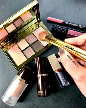#SundayFunday  One step each time. #keepthefaith 💖✨ Have a #fabulous #Sunday everyone. I'll #✈️ here and there 😊💖✨ #makeup #makeupporn #makeuplover #wakeupandmakeup #tomford #tomfordlover #tomfordaddict #tomfordsoleil #makeupbrushes #highlighter #glowgetter #thebalm #thebalmcosmetics #stilacosmetics #stila #gucci #clozette #beautyblogger #clozetteid #luxurybeauty