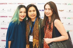 With two amazing woman 🤗💖🤗💖 #workingmoms #empoweringwomen  Amazing artist and fashion designer @verlitaevelyn with her mom , amazing mom, politician, artist and singer #indahkurnia 💖💕✨ #iheartyou both  #lentik #cwfw2017 #fashionshow #fashionweek #ciputraworld #ciputraworldsby @ciputraworldsby #bblog #beautylover #beautyblog #beautygram #beautyblogger #influencer #enabler #makeupartist #idontplaniplay #clozette #clozetteid