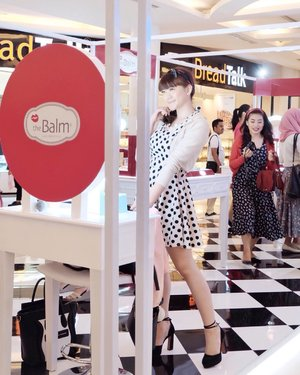 Dressing up like a pin up girl on today the balm event Pop Up Store 💄✨ Congratulation on the new launching @thebalmid 6 shades of Meet Matt(e) Hudges 🤗 . . . . . . .  #TheBalmIDTSM #flatlaysTHEbalmid #youxthebalm #selfportrait #ulzzang #clozetteid #ootd #beautyblogger #fashionpeople #beautyenthusiast #makeupjunkie  #styleblogger #bestoftheday #beautyinfluencer #l4l #photooftheday #beauty #makeup #fashion #vscocam #asiangirl #instastyle #beautyjunkie #얼짱 #일상 #데일리룩 #셀스타그램 #셀카