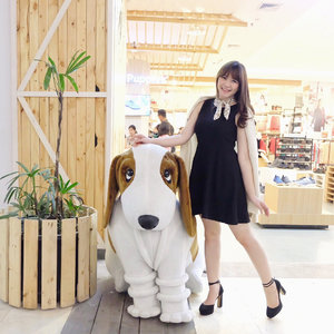Who doesn't know this iconic puppy from #hushpuppiesid? 🐶✨ So yesterday I was attending the re-opening of their biggest store in Bandung, at @pvjofficial on LG floor #B18. Let's come and enjoy the special promotions 30% + 10% discount that will be last for limited time only!.Don't forget to follow @hushpuppiesid for the latest update. And get ready for a surprise giveaway of this month of joy! 🎄Happy shopping 🎁 ........ ...#hushpuppies #ladyinframe #fashiongram #clozetteid #ootd #selfpotrait #beautyblogger #ulzzang #fashionpeople #wiwt #styleinspiration  #beautyenthusiast #makeupjunkie #stylediaries  #bestoftheday #beautyinfluencer #l4l #likesforlikes #photooftheday #beauty #makeup #fashion #instastyle #얼짱 #일상 #데일리룩 #셀스타그램 #셀카
